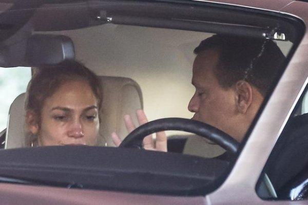 Nişanlısı, Jennifer Lopez'i ağlattı