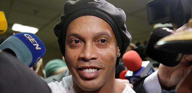 Brezilyalı futbol efsanesi Ronaldinho, 40. yaşına hapiste girdi