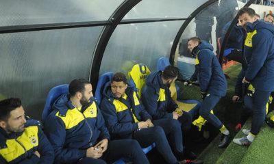 Fenerbahçe yedek kulübesinde ilginç anlar! Emre Belözoğlu'nun yerine oturunca…