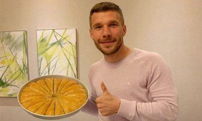 Lukas Podolski'den Gaziantep baklavasıyla 'evde kal' çağrısı