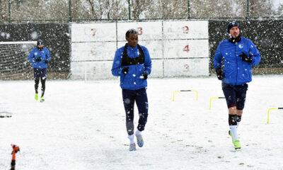 Erzurumspor, kar yağışı altında antrenmanlara başladı