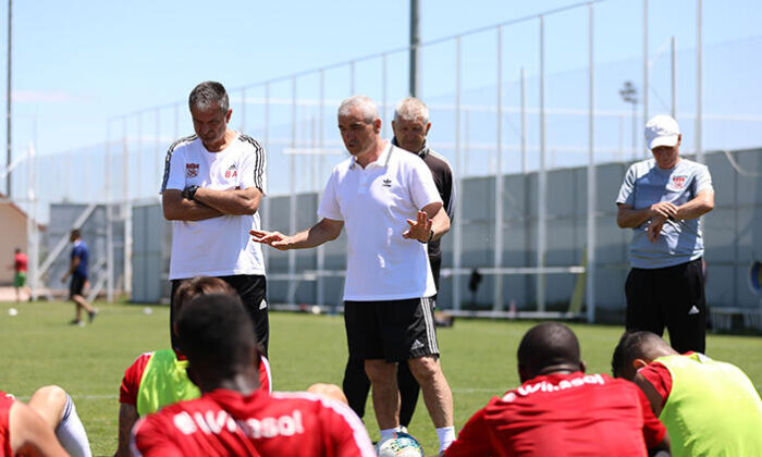 Son Dakika   Sivasspor'da teknik heyet ve futbolcularda corona virüsüne rastlanmadı