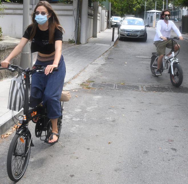 Alina Boz ve Mithat Can Özer arabayı bıraktı #1