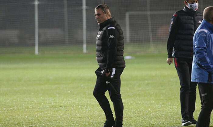 Fraport TAV Antalyaspor'da Ersun Yanal, takımla ilk antrenmanına çıktı