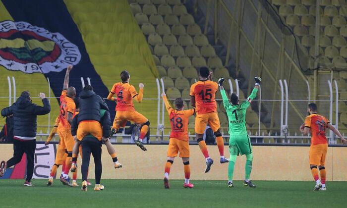 Galatasaraylı futbolcular Fenerbahçe galibiyetini böyle kutladı