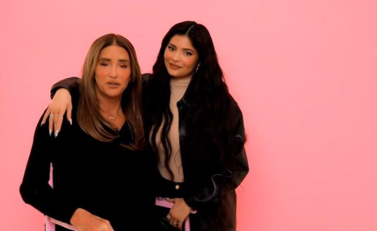 Kylie Jenner, cinsiyet değiştiren babasına makyaj yaptı #1
