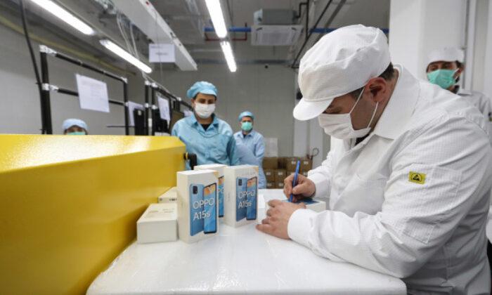 Çinli akıllı telefon devi Türkiye'de test üretimine başladı
