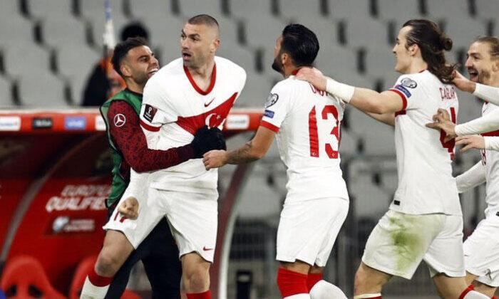Hollanda maçındaki hat-trick sonrası Lille'den Burak Yılmaz paylaşımı!