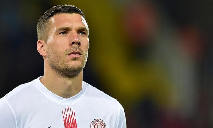 Lukas Podolski'den Mesut Özil için 'geçmiş olsun' paylaşımı!