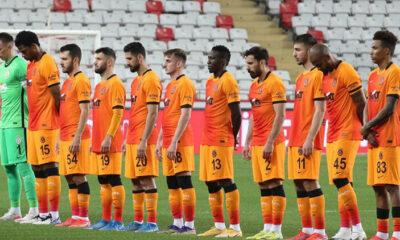 Galatasaray'da 12 futbolcu yönetimin kararını bekliyor!