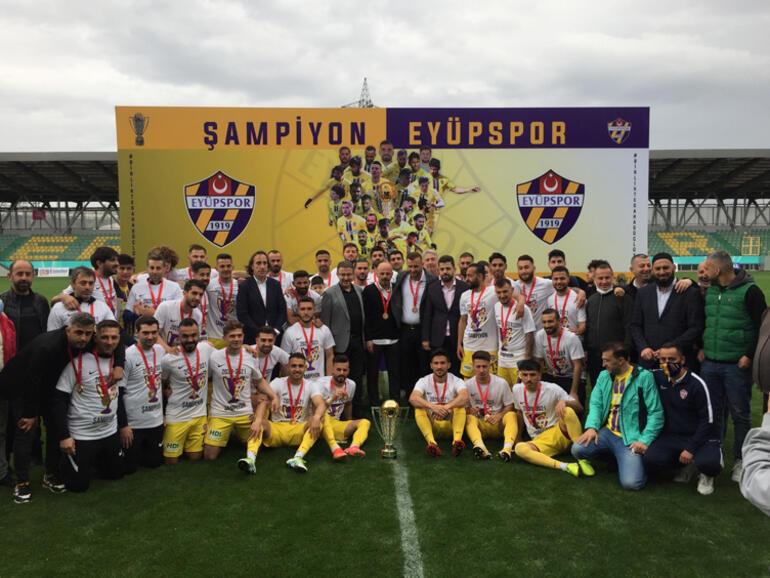Misli.com 2. Lig Kırmızı Grup şampiyonu Eyüpspor kupasını aldı