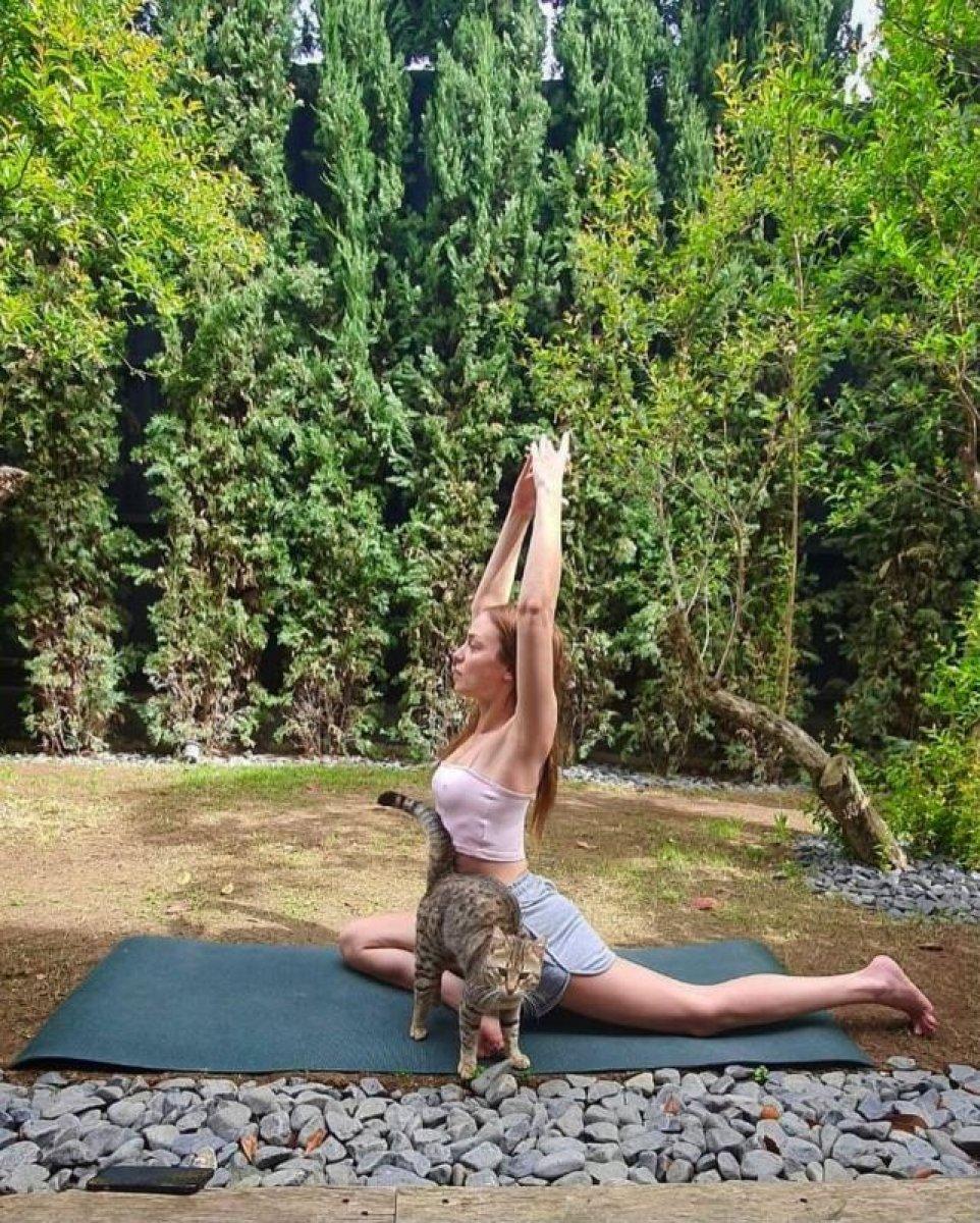 Nilperi Şahinkaya'dan yogaya başladı